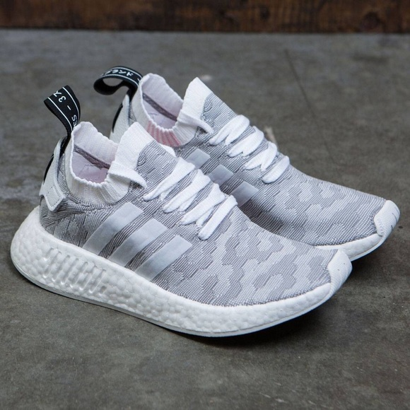 official photos c10d1 3724c Adidas Originals NMD R2 Primeknit White (pink)